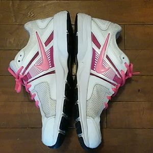 Womans tennis shoes size 8.5